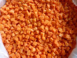 Морковь кубик